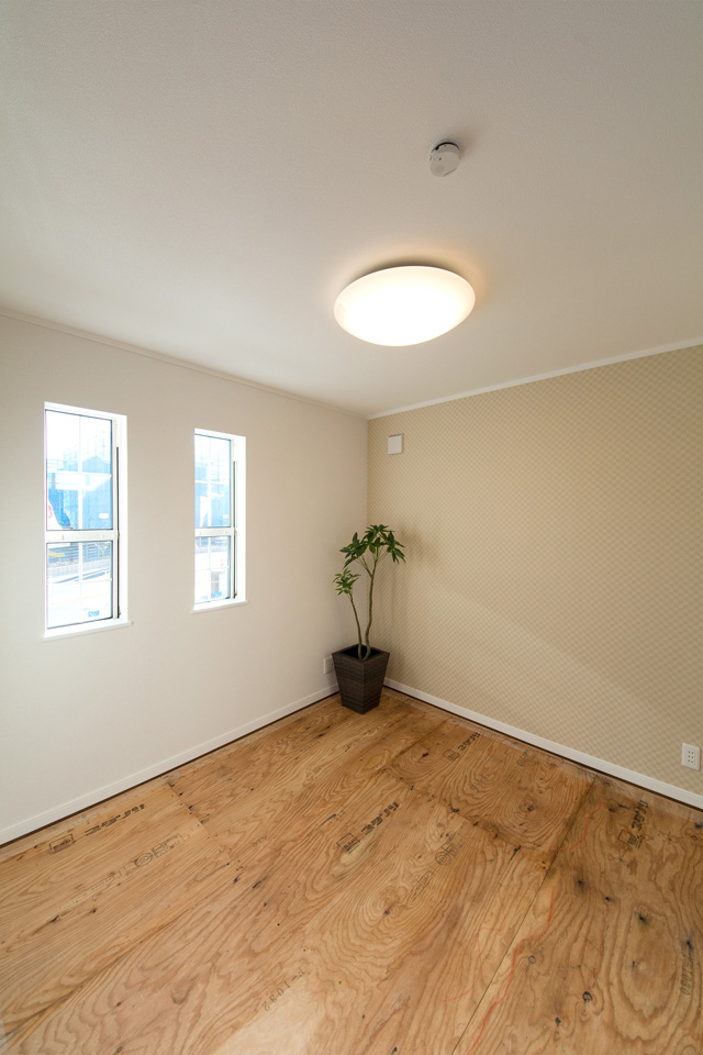 独立畳室で玄関からの2WAY客間としても使えます。(写真は畳設置前)