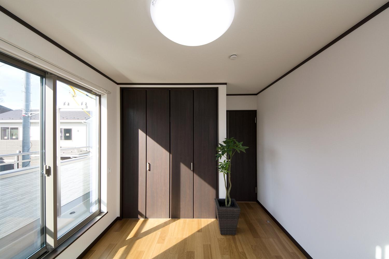 リビング同様ナチュラルな雰囲気の2階洋室。