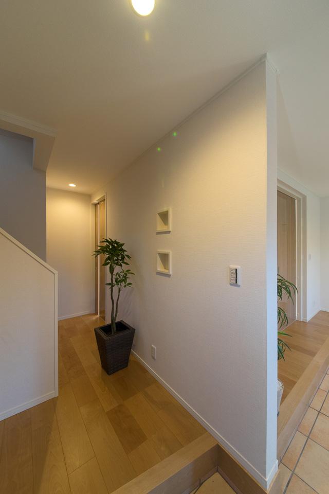 玄関を家族専用、来客専用と分ける事もできます。