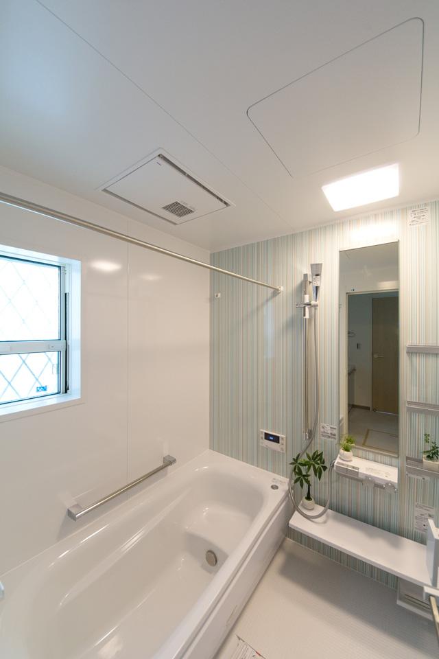 「魔法びん浴槽」4時間経過しても約2.5℃しか温度が低下しない驚くべき保温性能。 家族の誰もが好きな時に、快適バスタイムを楽しめます。