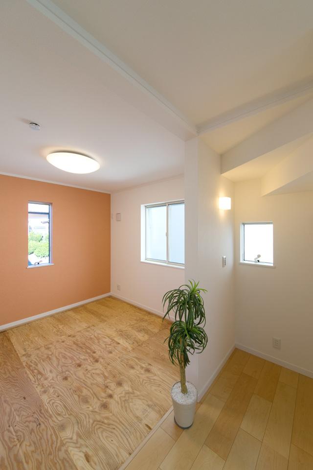 1F畳敷き洋室(写真は畳設置前)。「和のなごみ」とスタイリッシュが融合した和洋コンフォートルーム。