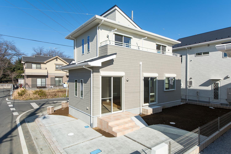 スロープから直接入れる、広~いインナーテラスが自慢のお家。