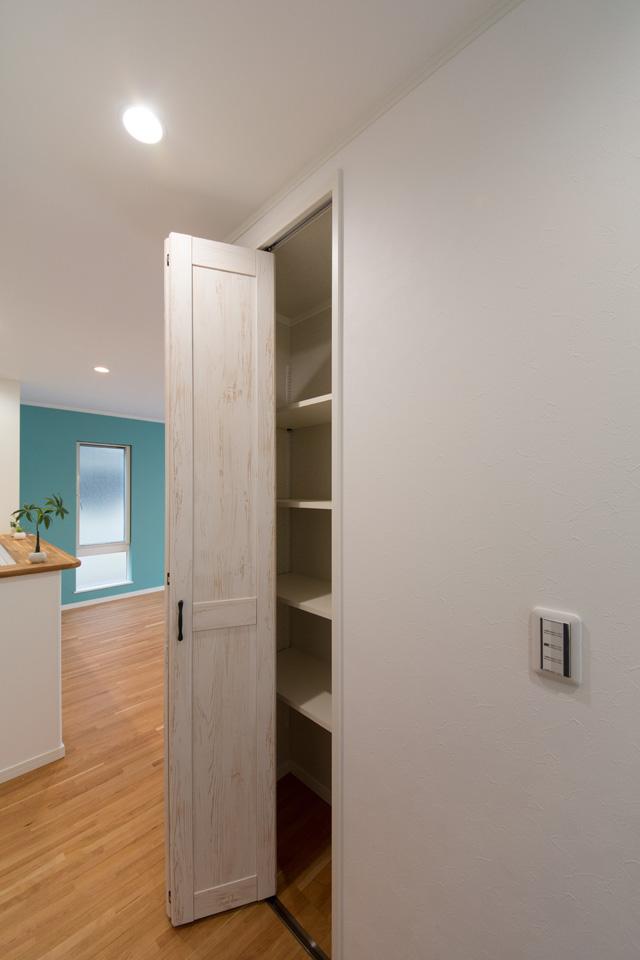 室内各所に収納を配置し、機能面も充実。
