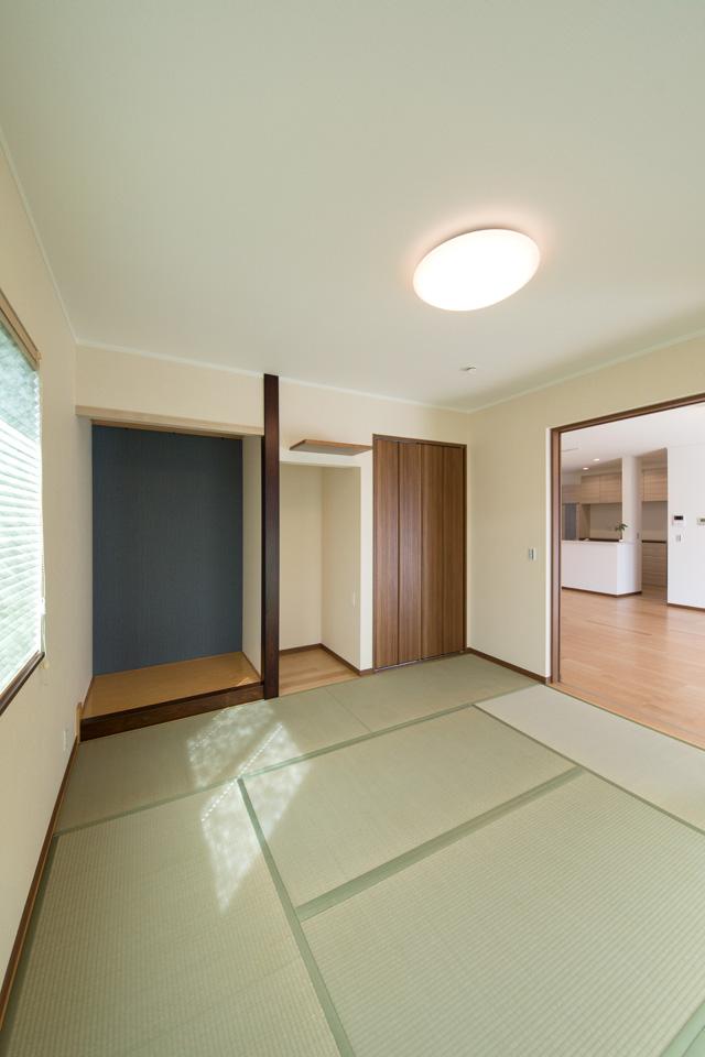 床の間、仏間を設え和室の一角に心落ち着く空間ができました。