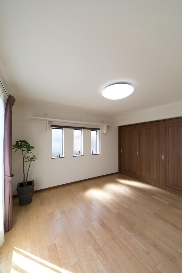 2F洋室。バーチの穏やかな木目のフローリングがやさしくナチュラルな空間を演出。