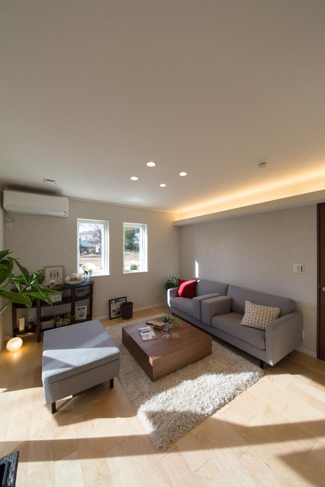 自然光と間接照明の光がお部屋をやさしく包みます。