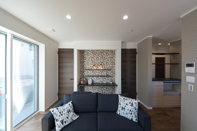 リゾートチックな配色の室内空間。