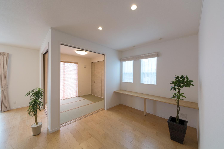 和室まで一体となるLDKは明るく開放的な空間です。