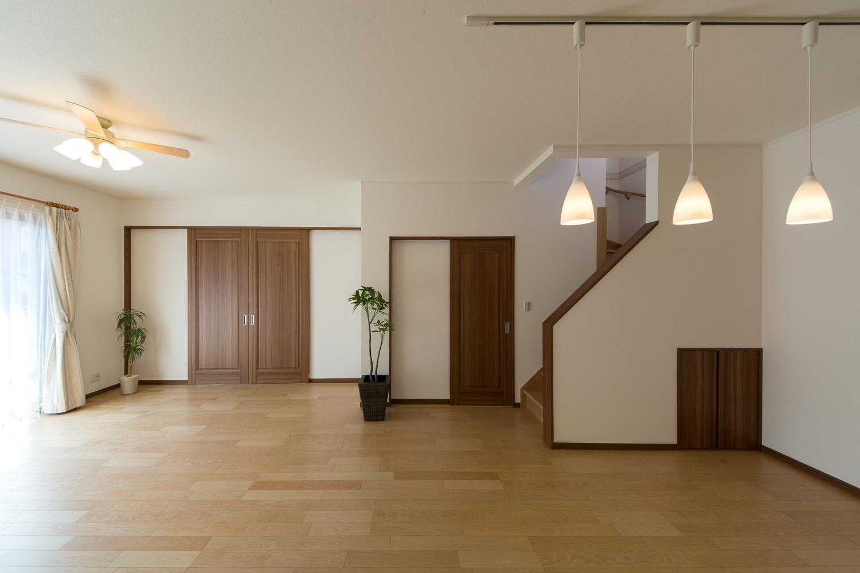 ハイスタッド仕様で天井が高く広々とした空間のLDK。