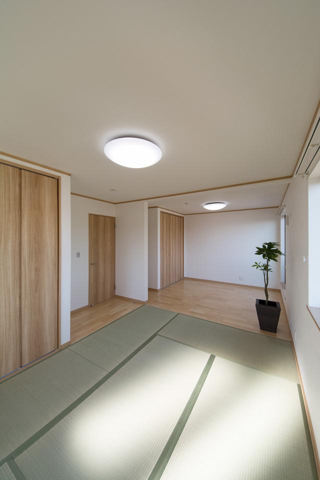 畳のさわやかなグリーンが空間を彩る2F畳敷洋室。