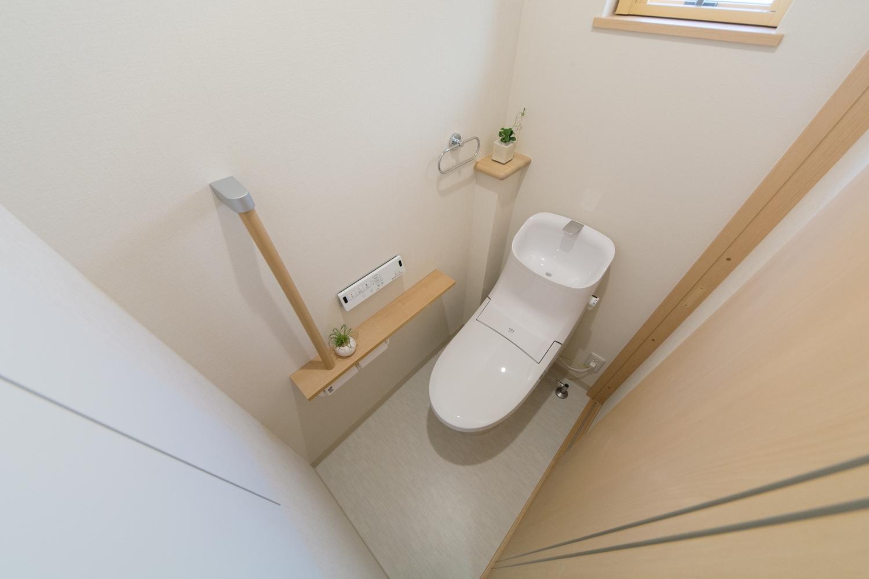 手摺を設置した2Fトイレ。