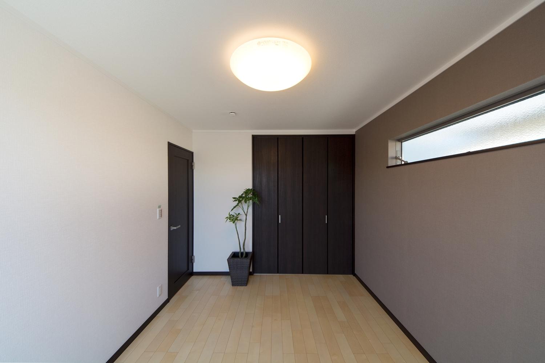 2F洋室。フローリングの柔らかな表情が空間をやさしく包み込みます。