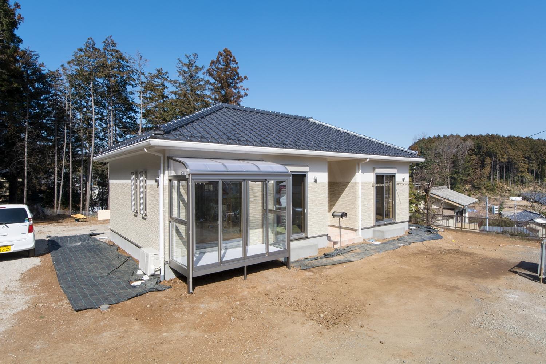 陽だまりに包まれてのびのびと暮らす、和洋融合した美しい平屋の住まい。