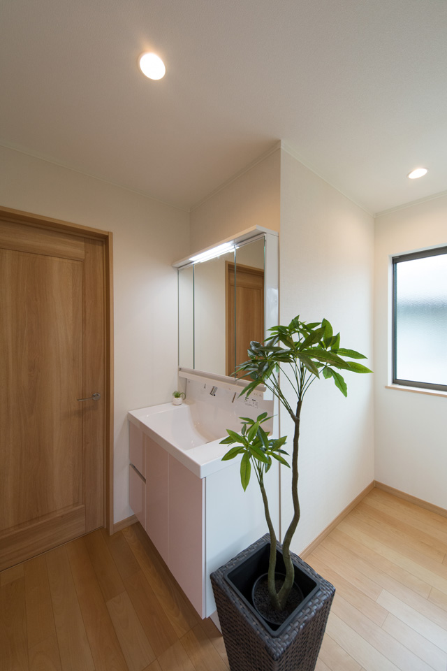 あると便利な2Fのセカンド洗面化粧台。