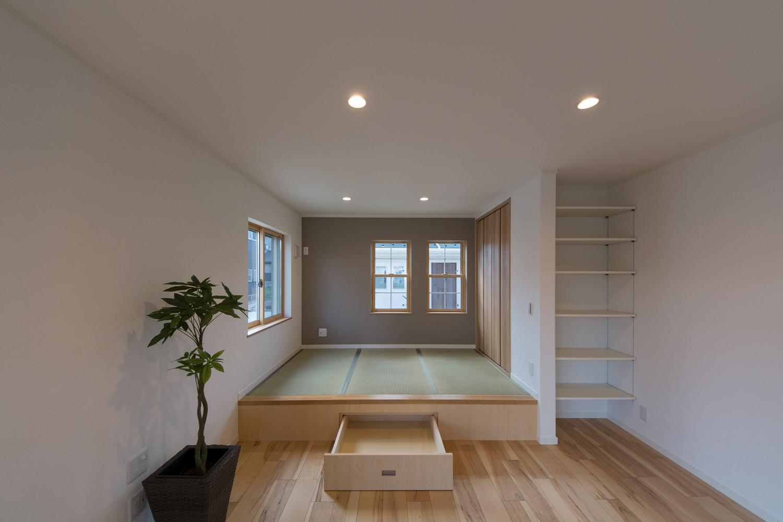 何を入れようかな・・・♪収納が楽しくなる、畳敷きスペース下の引き出し&横の可動棚。