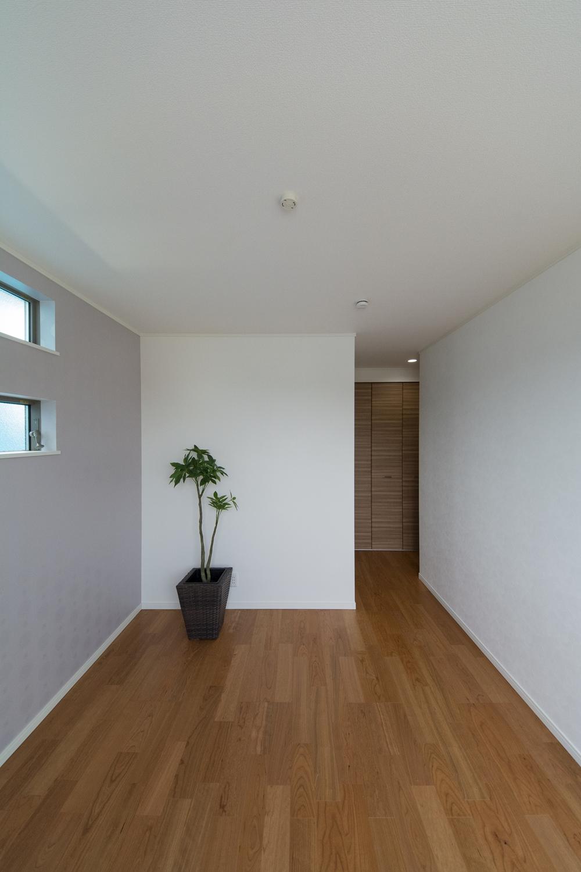 ウォークインクローゼットを設えた2F洋室。収納たっぷりでいつもすっきりした暮らしを実現できます。