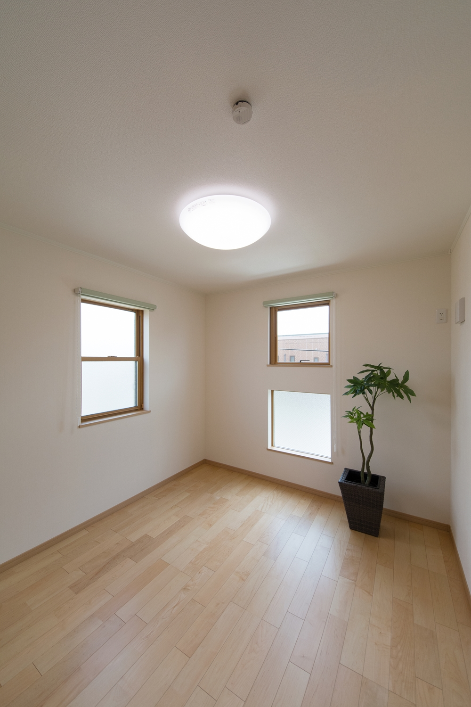 2F洋室/2面採光がもたらす豊かな光と風が上質な空間を演出します
