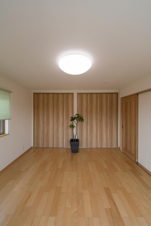 収納たっぷりの2F洋室。