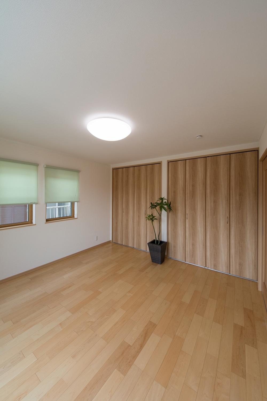 2F洋室/ハードメイプルのフローリングが優しくナチュラルな空間を演出します。