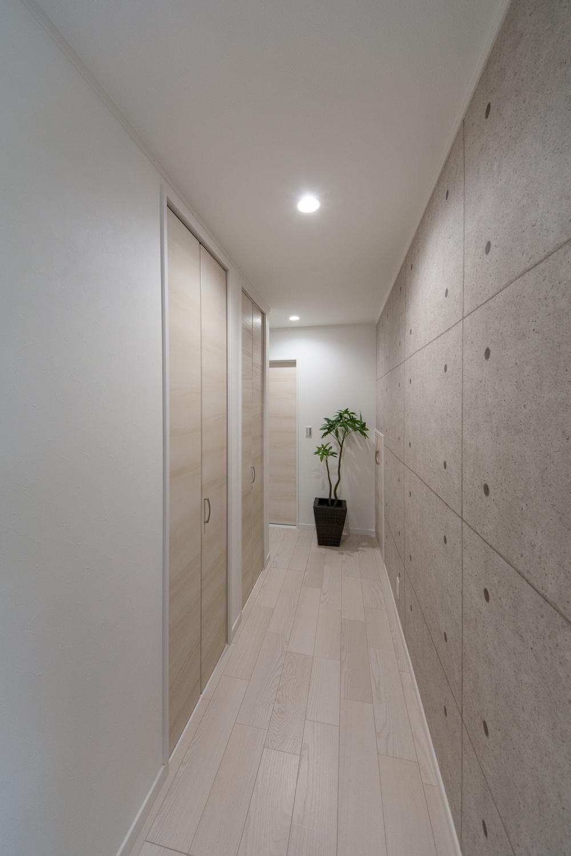 白を基調とした、スタイリッシュな空間の2Fホール。