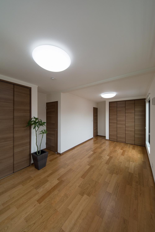 お子様の成長に合わせて、フレキシブルにご利用できる2ドア1ルームの2階洋室。