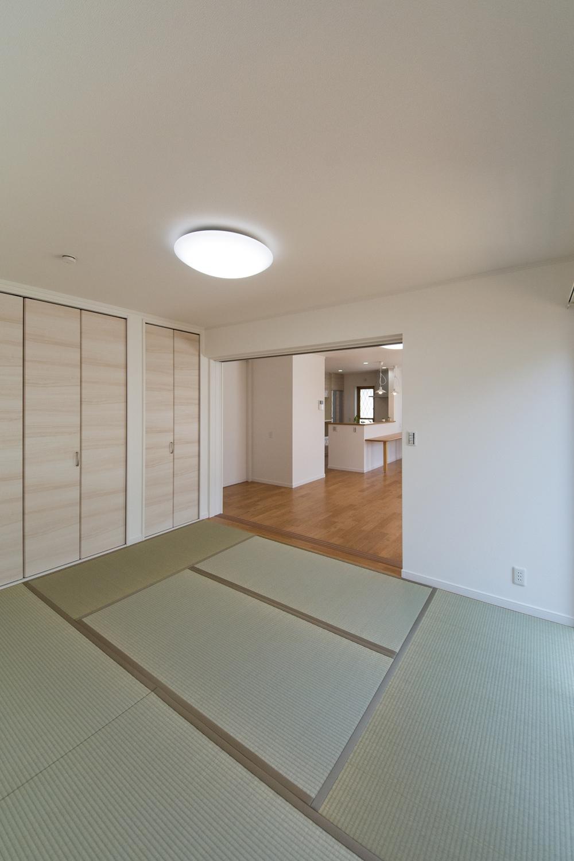 畳のさわやかなグリーンが空間を彩る畳敷きスペース。