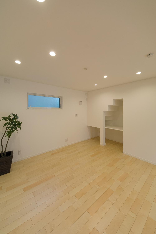 リビング隣の洋室もリビング同様のナチュラルな配色に。