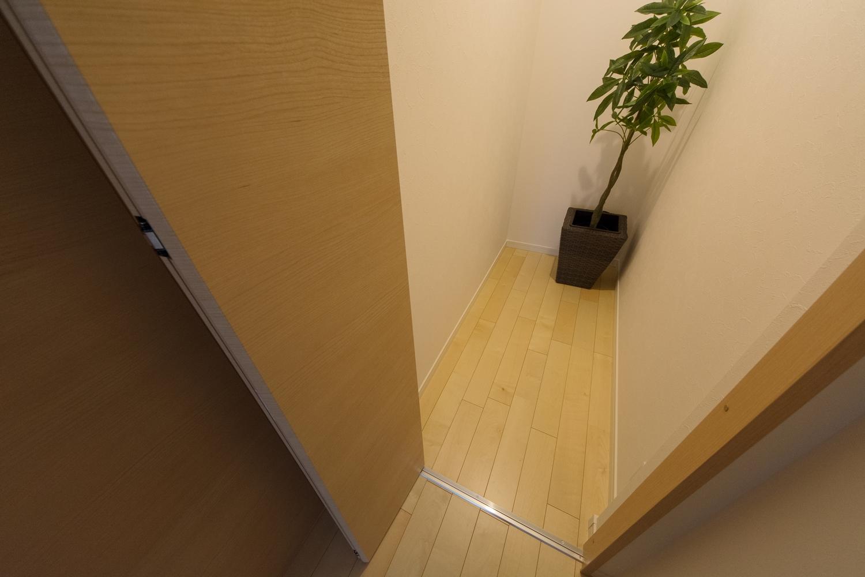 2階ホールの家族共用収納スペース。