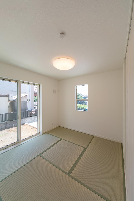 1階畳敷き洋室/畳のさわやかなグリーンが心地良い空間に。