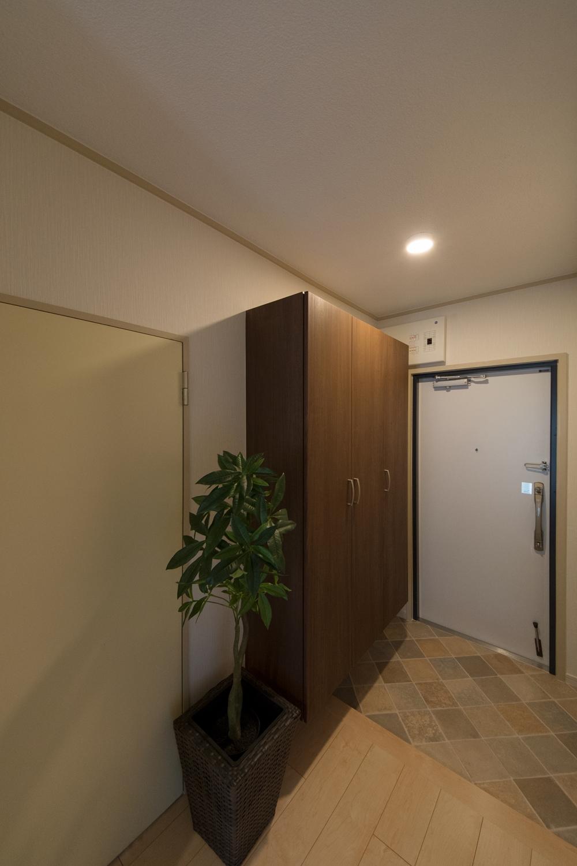 シューズBOXを設えて機能的な玄関に。