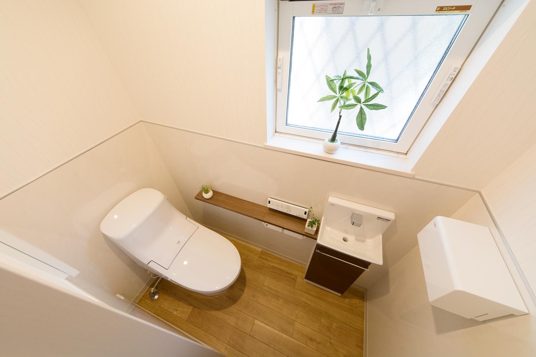 1階トイレ/手洗いを設置した使い勝手のよい空間です。
