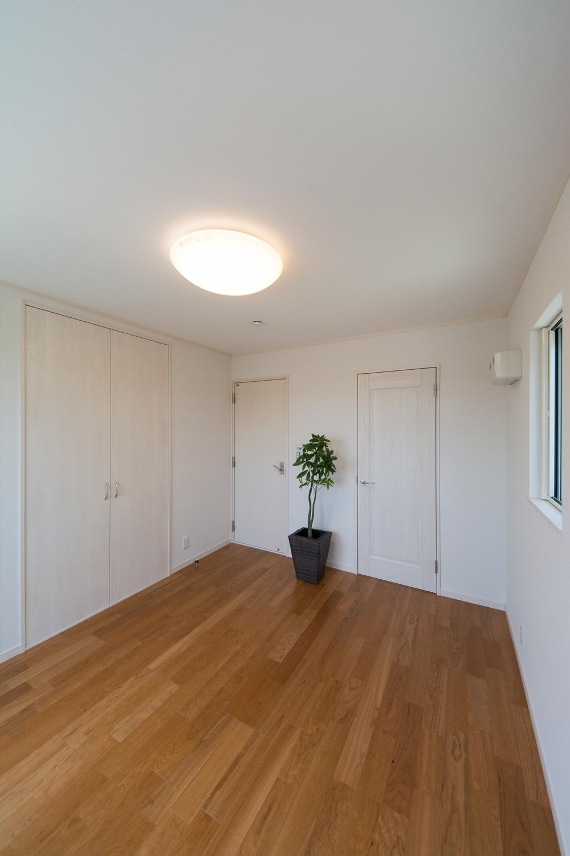 2階洋室/防音タイプのドアと床を施しました。趣味の音楽やホームシアターを思いっきり楽しめます。