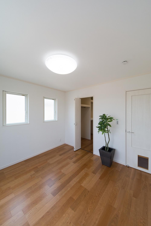 2階洋室/ウォークインクロゼットを2箇所設え収納豊富に。