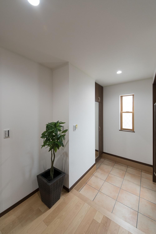 明るくゆとりある空間でお客さまをお出迎え出来ます。