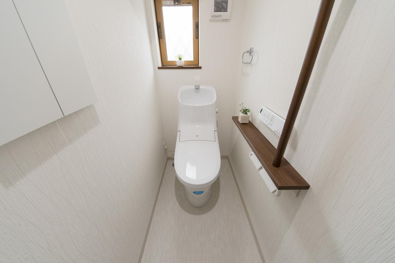 1階トイレ/手すり設置で安全で快適な暮らしをサポート。