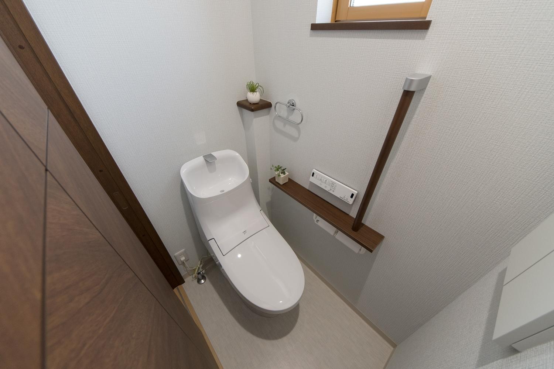 2階トイレ/手すり設置で安全で快適な暮らしをサポート。