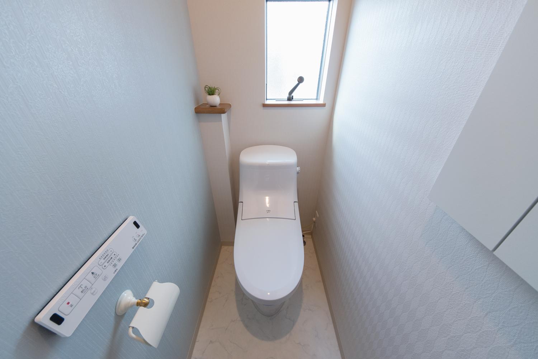 1階トイレ/可愛らしいクロスとペーパーホルダー。フレンチクラシックな雰囲気になりました。