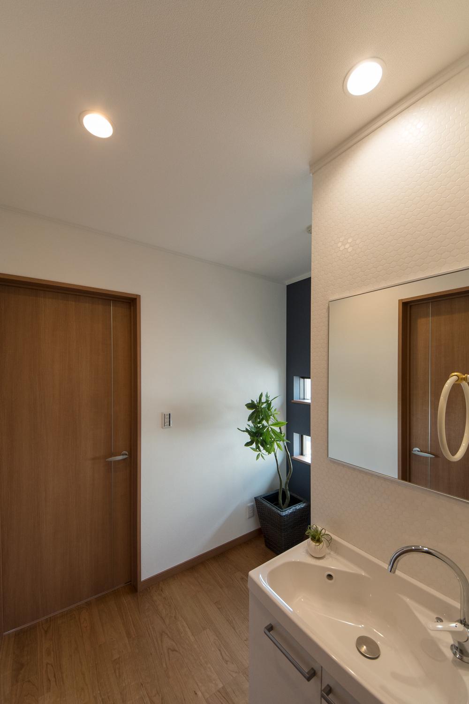 幅にゆとりを持たせゆったりとした2階ホール。洗面を設えました。