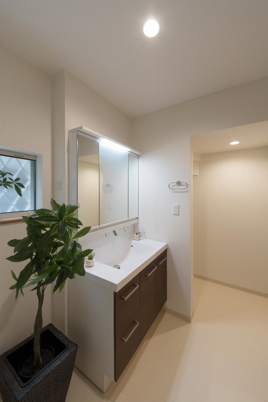 広々としたサニタリールームは毎朝快適にお使いいただけます。