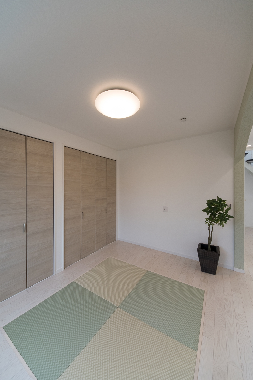 グリーン系の畳2色を市松敷きに。モダンな印象に仕上がった1階畳敷きスペース。