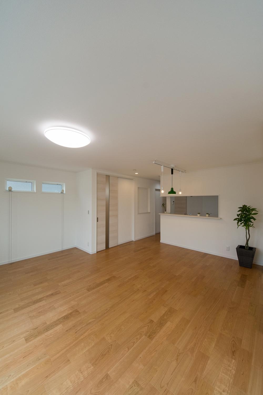 2階LDK/自然とみんなが集まる快適スペース。家族と過ごす時間を大切にした住空間。