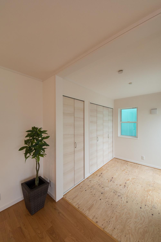 日常にちょっとしたアクセント、ゴロンっと横になれる畳敷きスペース(写真は畳設置前)。