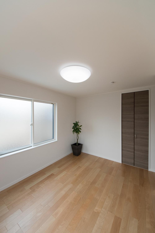 ウォークインクローゼットを設えた2階洋室。いつもすっきりした暮らしを実現できます。