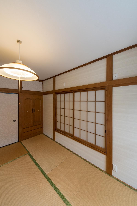 2階和室/天井、襖(ふすま)、クロス、を張り替えました。