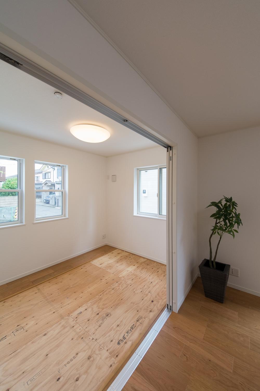 ゴロンっと横になれる1階畳敷き洋室(写真は畳設置前)。