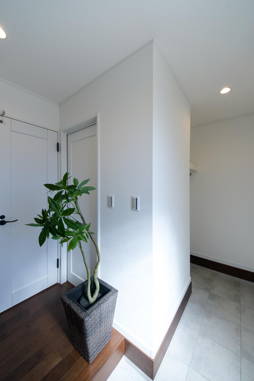 シューズクロークのある便利な玄関。