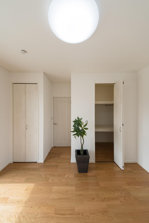 ウォークインクローゼットを設えた1階洋室。いつもすっきりした暮らしを実現できます。