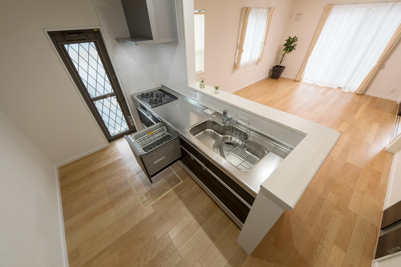 食器洗い乾燥機を施した、見た目も機能美も追及したキッチン。