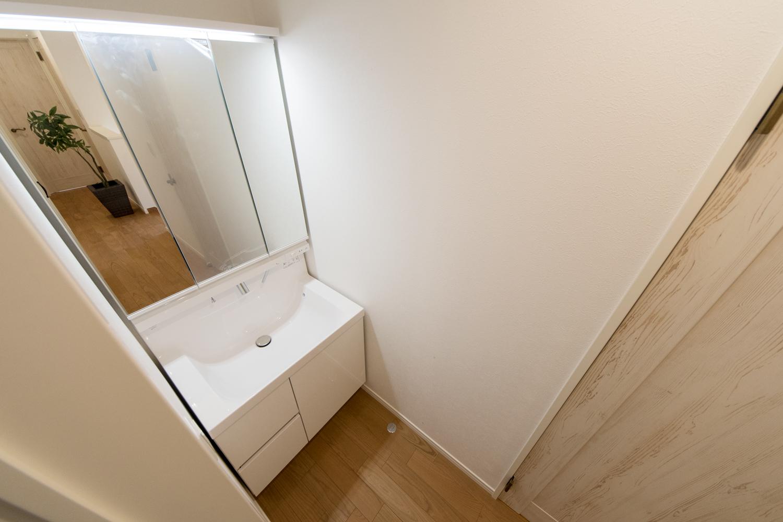 2階ホールに設置した、あると便利なセカンド洗面。
