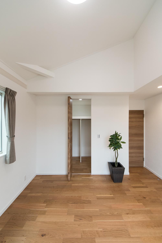 2階洋室/ウォークインクローゼットを設え、収納たっぷりでいつもすっきりした暮らしを実現できます。